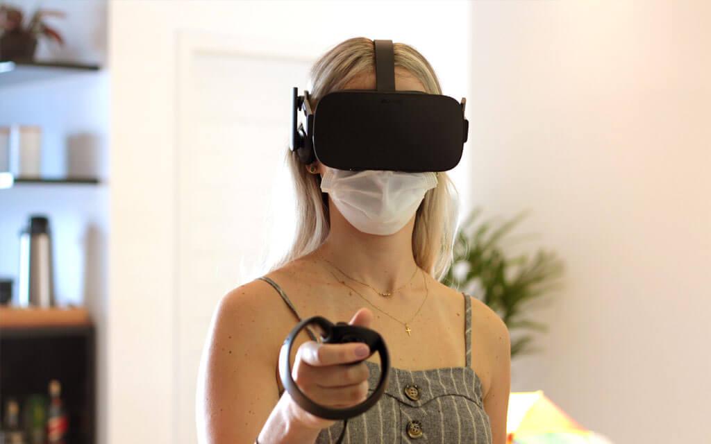 Óculos de realidade virtual sendo utilizado em nosso escritório