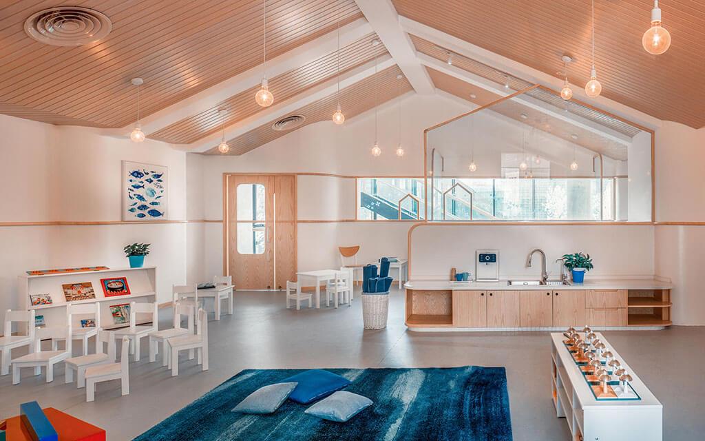 interior de um espaço de educação infantil. Arquitetura prezando a relação homem-ambiente