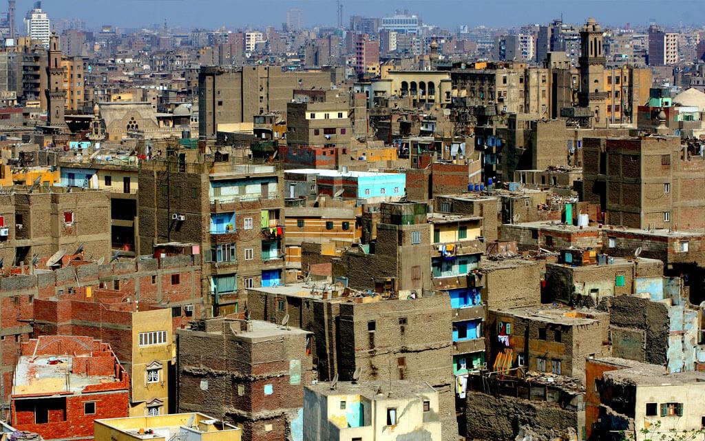 Vista aérea de Cairo, com suas casas inacabadas por influência da legislação na arquitetura